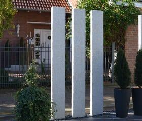 Moderne Granit-Stelen