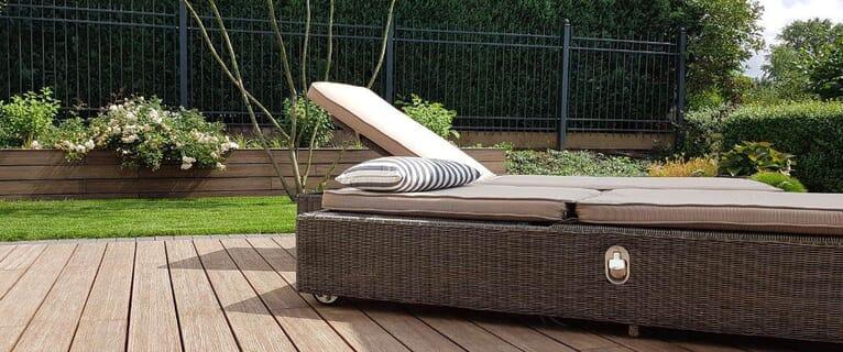 Poolbau: Holzterrasse