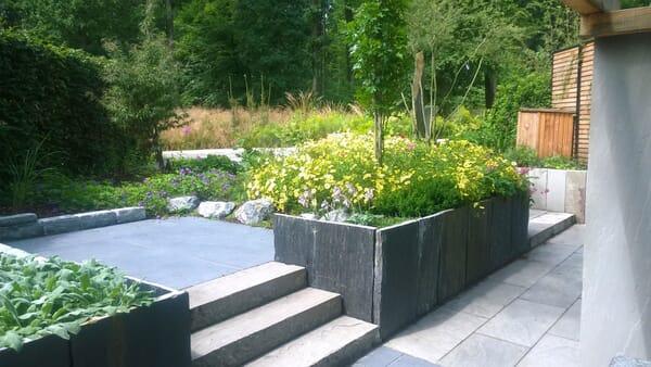 Sitzbereich im 45 Grad Garten