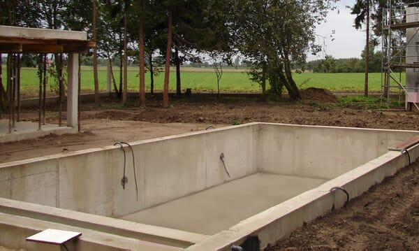 Betonpool im Bau